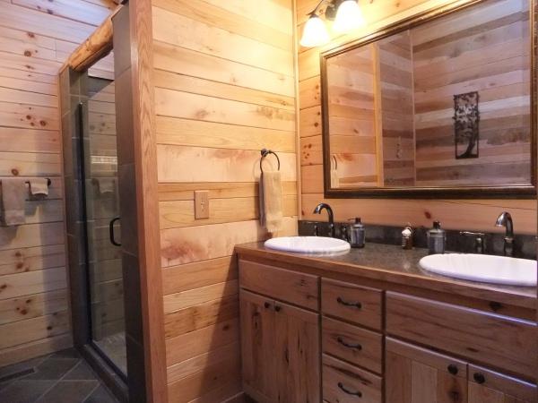 Bella luna log cabin cottages and cabins for Log cabin kitchens and baths